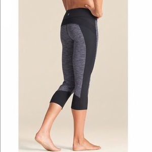 Athleta Tangshan Black & Purple Capri Leggings
